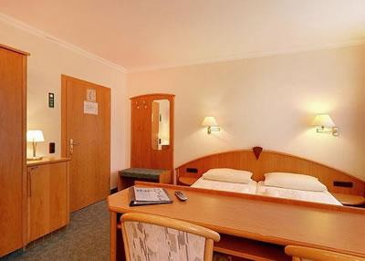 Hotel Kriemhild am Hirschgarten Bild 6