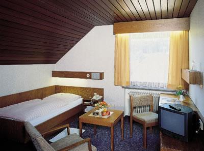 Hotel-Restaurant u.Metzgerei Gelbes Haus Bild 2
