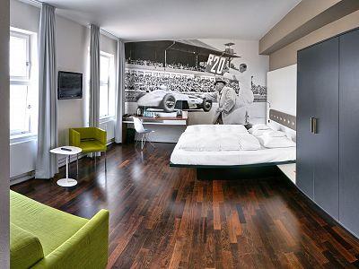 V8 HOTEL MOTORWORLD Region Stuttgart Bild 9